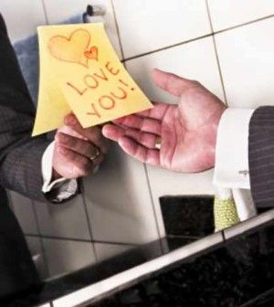 a love you post note on mirror as a simple way to express romantic love on Valentine's Day