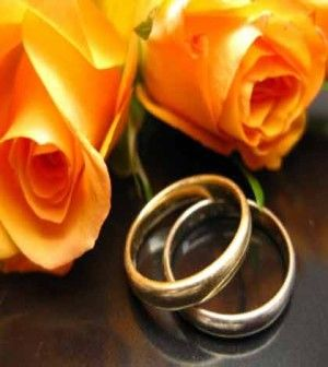 two roses and rings symbolizing moving on after a break up