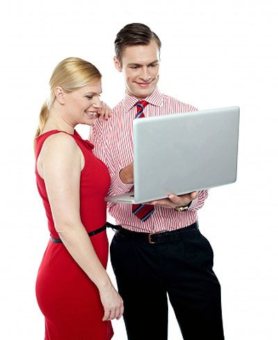 Man giving blogging tips to blogger about how to create a blog